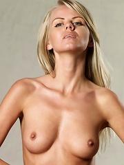 Simona Sexy String